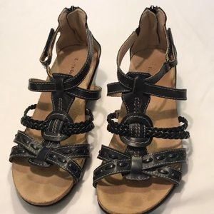 EARTH ORIGINS Black Leather Wedge Sandals Sz 7